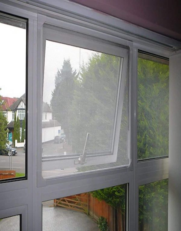 magnetic flyscreen for house windows